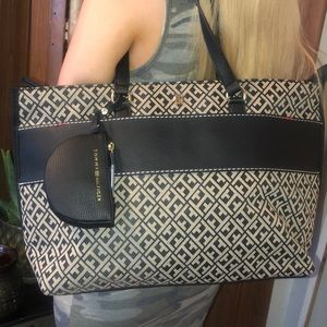 NWT Tommy Hilfiger purse with pouch